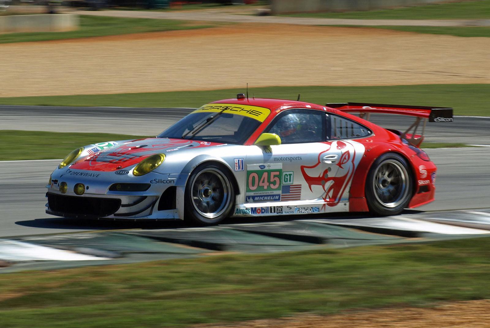 2011-Flying-Lizard-Porsche-911-type-997-GT3-RSR.jpg