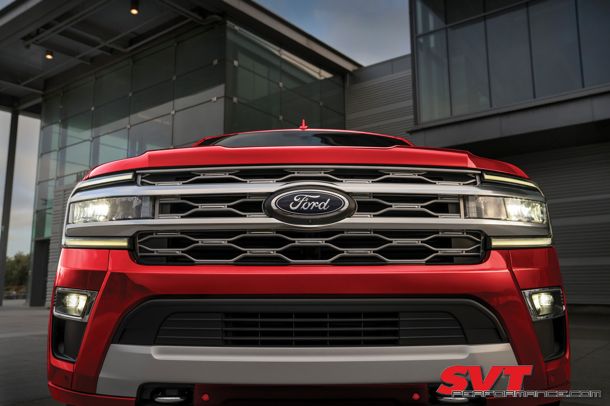 2022 Ford Expedition Platinum_Rapid Red_01.jpg