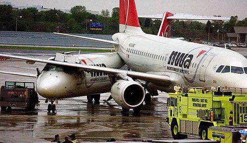 4f074c9d779fad054ec20f939da666f2--northwest-airlines-aviation-humor.jpg