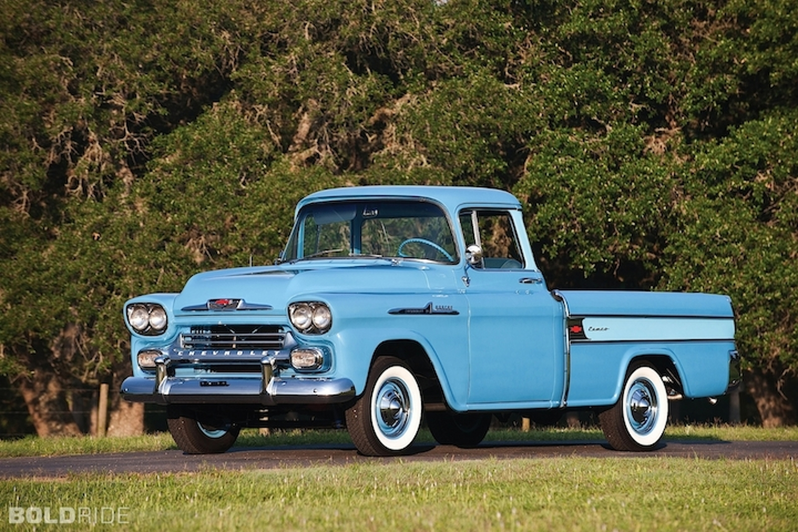 beautiful-practicality-5-unforgettable-pickups-of-the-1950s.jpg