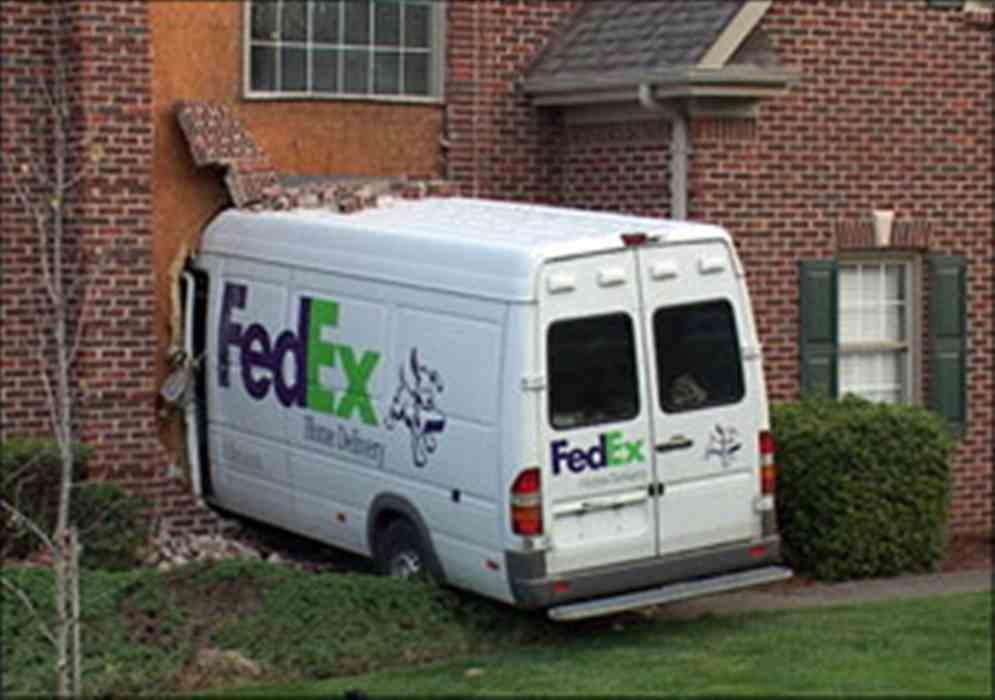FedExCrash033012-jpg.jpg