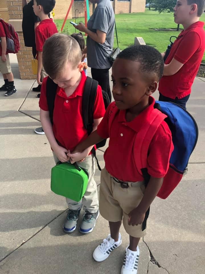 j43pn-kd-holds-hand-of-boy-first-day-of-school-1.jpg