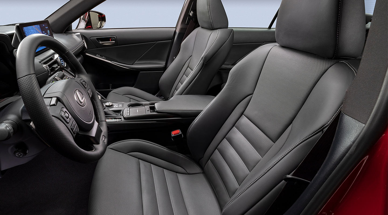Lexus-IS500-inthighlights2-desktop-1440x800-LEX-ISG-MY22-0029_M85.jpg
