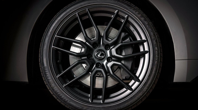 Lexus-IS500-LE-desktop-1440x800-LEX-ISG-MY22-0071%202_M85.jpg