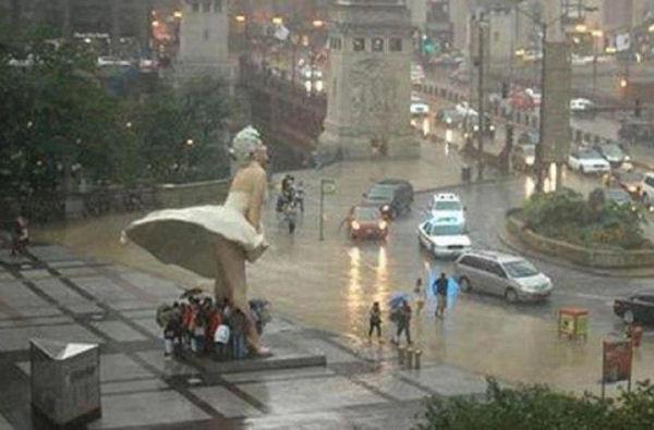 marilyn-monroe-statue-rain1.jpg